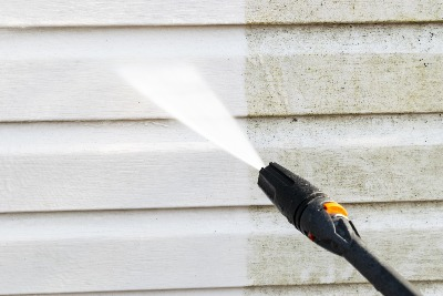 power washing a wall with vinyl siding